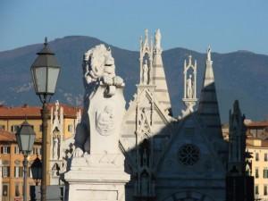 Chiesa di Santa Maria della Spina e Monti Pisani